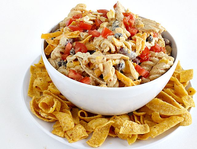 FIESTA RANCH CHICKEN PASTA SALAD... I think I'll try this with 2 cups of plain greek yogurt instead of the mayo.... Looks so good!!!