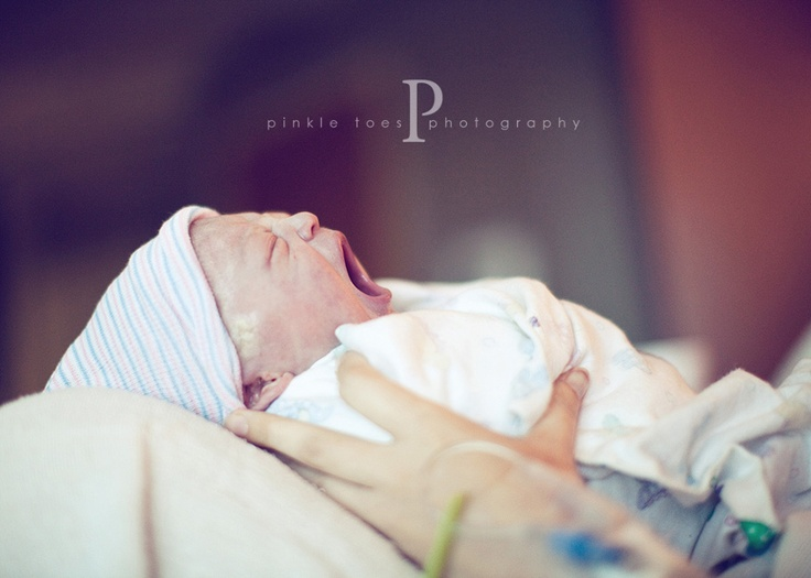 LOVE this sites birth photos.