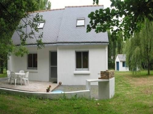 Rental Gite Vigneux VIGNEUX DE BRETAGNE Located in La Roche in the Pays de la Loire Region, this semi-detached villa is 16 km from Nantes. Guests benefit from terrace and a barbecue. Free private parking is available on site.