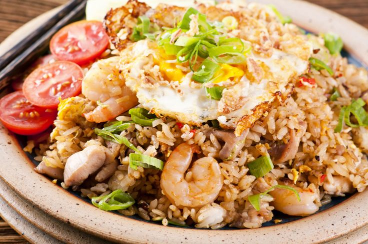"Indonesian #food : Nasi Goreng - ""riso fritto"" con pollo, gamberi e uovo. #travel"