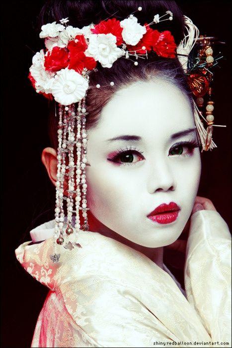 Geisha schminken: Kunstvolles Karnevals-Make-up -
