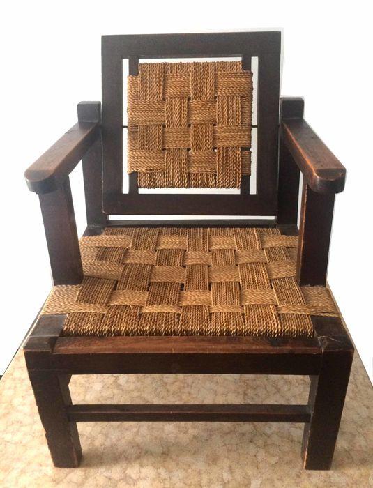 Art Deco stoel  Vintage stoel in donker hout zittend en terug in het touw vlechtwerk.Goede staat zitting en rugleuning in gevlochten touw in uitstekende conditie.Breedte van de stoel: 61 cm.Zit hoogte: 35 cm.Hoogte van de armleuningen: 63 cmStoel diepte: 60 cm  EUR 35.00  Meer informatie