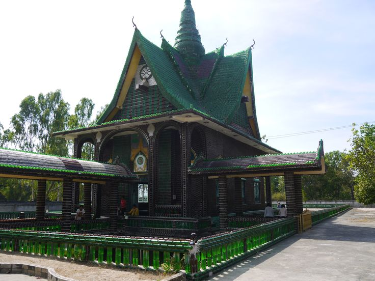 "A rather unusual temple in Thailand is the ""Wat Lan Khuat"" in Khun Han, Isaan. In English the temple is called the ""Million Bottle Temple"" or the ""Beer Bottle Temple."" This temple is not only interesting, it is a testament to the ingenuity and resourcefulness of the Thai monks that built it. #Temple #Thailand #Recycle For more information and a video: renegadetravels.com/beer-bottle-temple-in-thailand/ Photo credit: http://www.renegadetravels.com/: Architecture Homesthet, Unusual Building, Inspiration Ideas, Building Materials, Beer Bottle, Wine Bottle, Bottle Temples, Temples Thailand, Bottle Recycled Building"