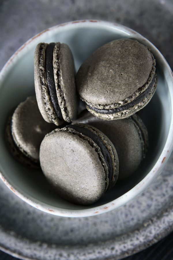Macarons with licorice and white chocolate