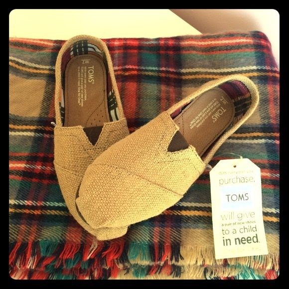 NWT Burlap TOMS size 7 NWT natural burlap TOMS in size 7 TOMS Shoes