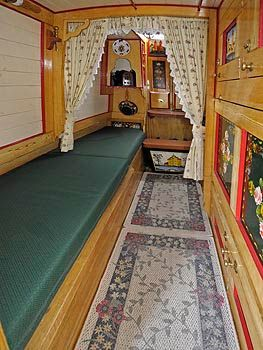 a Boatman's cabin - side bed to the left, bed'ole cupboard to the right