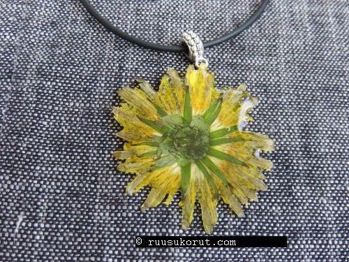 #Handmade flower Jewelry - Ruusukorut #ruusukorut.com # Dandelion Pendant # Voikukka kaulakoru #Rubber band