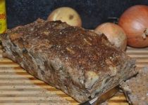 Pittig gehaktbrood met ui, champignon en Engelse mosterd | Lekker Tafelen