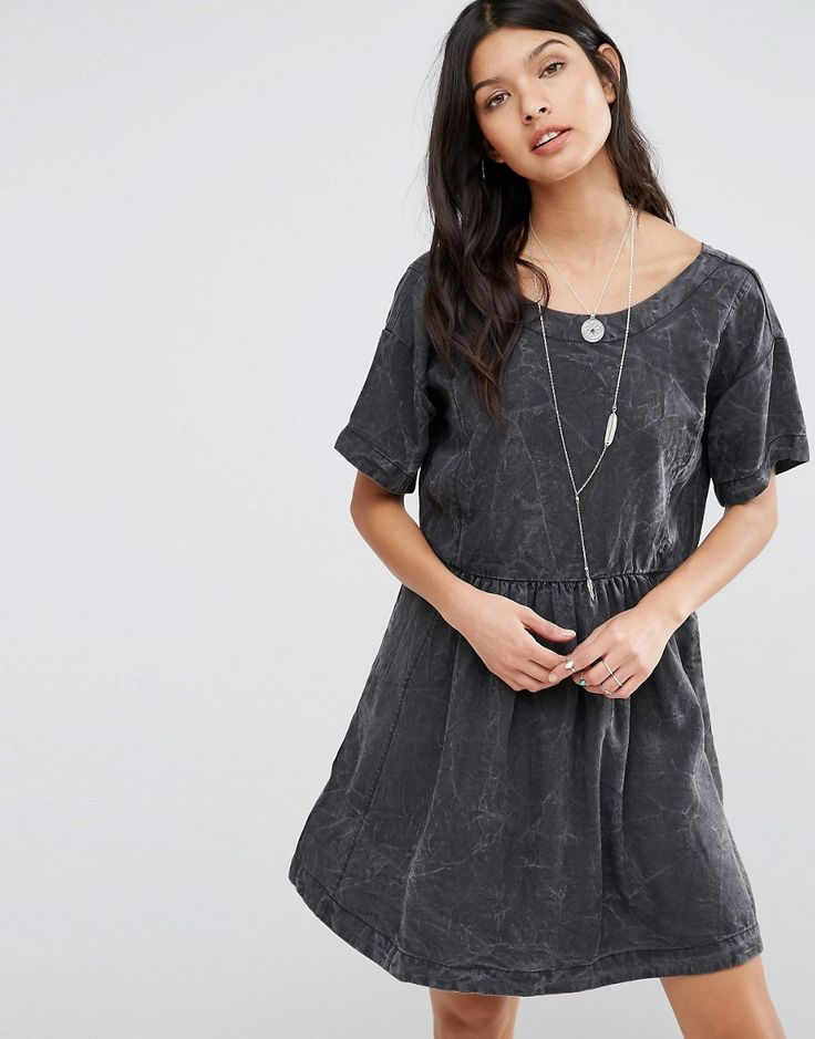 Buy it now. Pepe Jeans Lorette Marble Smock Dress - Grey. Casual dress by Pepe Jeans, Lightweight fabric, Round neckline, Marble-effect finish, V-back, Button fastening to reverse, Loose fit - falls loosely over the body, Machine wash, 100% Lyocell, Our model wears a UK S/EU S/US XS and is 175cm/5'9 tall. ABOUT PEPE JEANS The pipedream of three brothers, Pepe Jeans began on London's hip Portobello Market, armed only with their premium quality, great fitting jeans. The success of their…