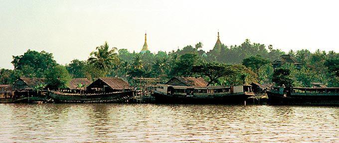 mawlamyine myanmar   Mawlamyine Moulmein Salween river front Myanmar