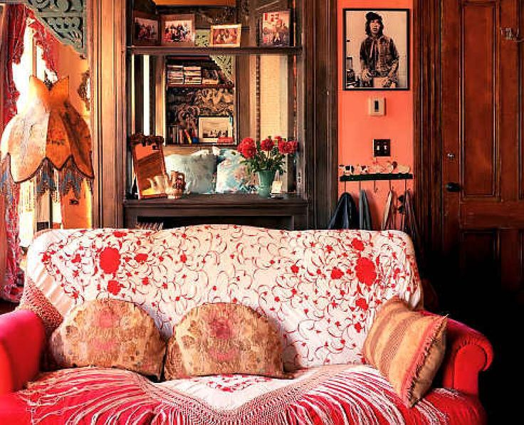 Behind the couch in the bedroom of Kirke's daughter is a bed hidden by a square cutout.