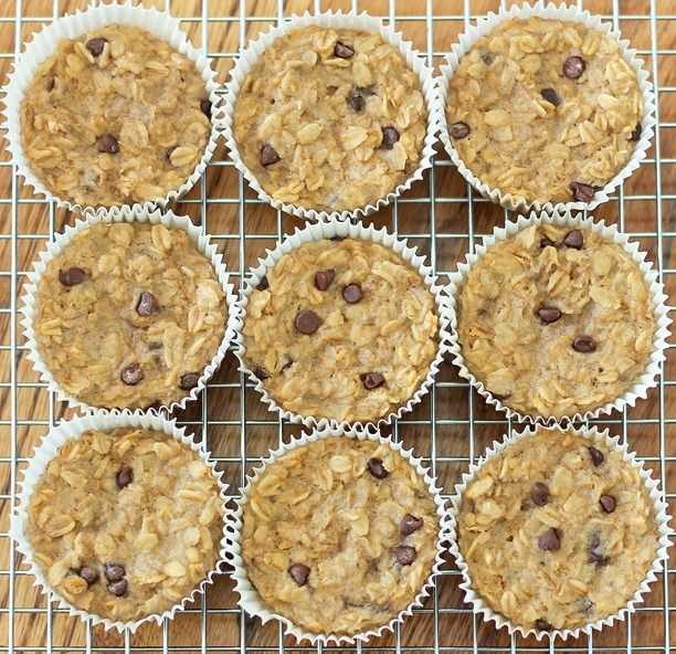 With these portable baked breakfast oatmeal cupcakes, you cook just once... and you get a delicious breakfast for the entire month!