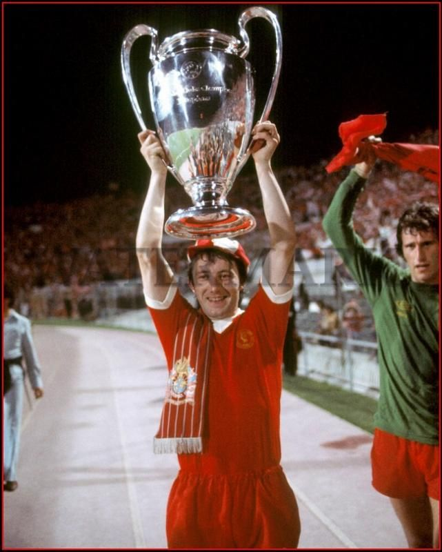 ♠ Jimmy Case celebrates victory in 1977 European Cup Final (Liverpool stats: 1973 - 1981, 186 appearances & scored 23 goals) #LFC #History #Legends