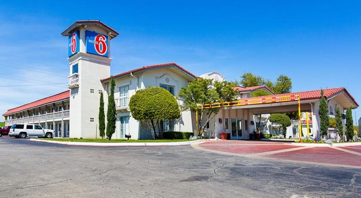 Motel 6 Seattle North Kirkland Surrounded By Dining And Ping Options This