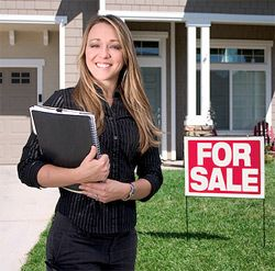 If you are aiming for a real estate career in Texas, you want the real estate license TX offers future agents. This Texas real estate licence may well be your ticket to a lucrative career. If you want to get your real estate licence Texas agents say you need to enroll in classes first.