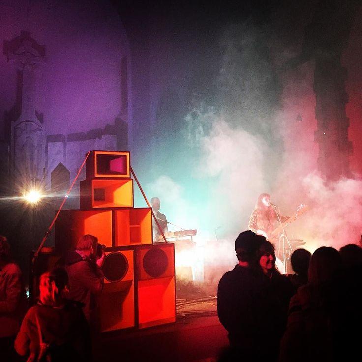 Was für eine ungewöhnliche Location! Konzert von Polyester in der Maximilianskirche um Spenden für Obdachlose zu sammeln #maximilianskirche #charity #munich #muenchen #münchen #church #kirche #concert #music #polyester #band #musik
