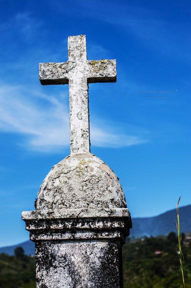 Cross at Potrerito graveyard ....