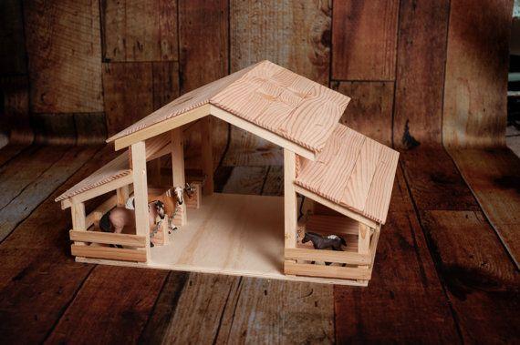 Handgefertigte Holz Spielzeug Scheune mit 8 Ständen von ESFarmToys