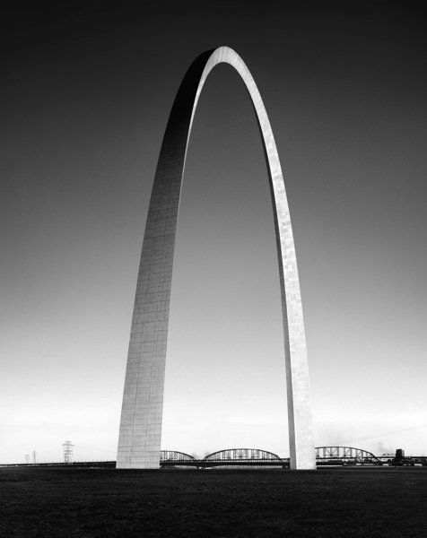Gateway Arch of the Jefferson National Expansion Memorial, St. Louis, 1963-1965.Architect: Eero Saarinen. Photograph by Balthazar Korab (Bal...