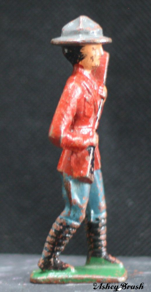 Where can you buy or sell vintage metal soldiers?
