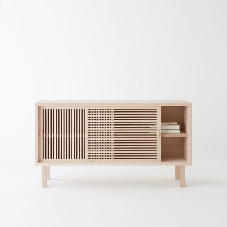 Colonel crée un buffet en hêtre massif pratique, d'inspiration japonaise. Décoration et mobilier design à Paris.
