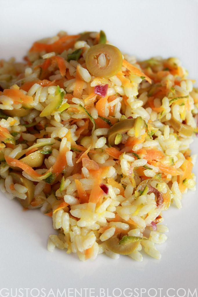 Riso freddo con carote, zucchine e olive