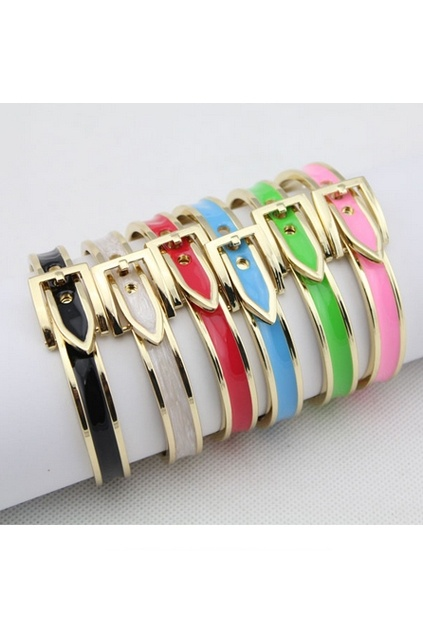 This bangle crafted in alloy, featuring belt shape with contrast colored edge design.$16