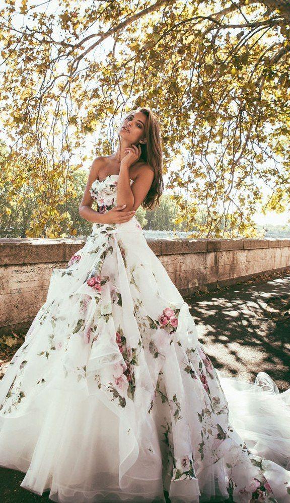 ¡Las flores son tan bonitas e inspiradoras...! ¿Por qué no incluirlas en el vestido de #novia?