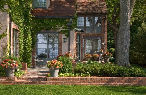 Beautiful and well-maintained landscaping