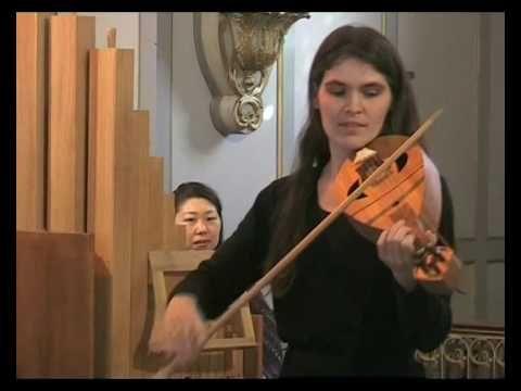 """""""Fin joi""""  Comtessa de Dia, Domitille Vigneron : chant et vièle à archet."""