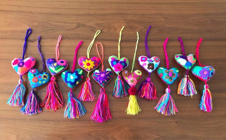Un favorito personal de mi tienda de Etsy https://www.etsy.com/mx/listing/532381404/12-pack-felted-embroidered-5-hearts