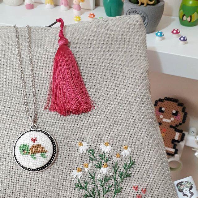 Papatyalardan daha güzel ve daha zarif bir çiçek var mı acaba 😇🌼🐢🍃🌼🌼 ( Çantanın diğer fotoğrafları için story'e bakabilirsiniz ) #papatya
