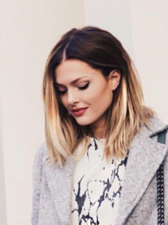 Photos : Caroline Receveur : du carré wavy au chignon décoiffé, on raffole de ses coiffures ! Caroline Receveur lors de sa montée des marches au festival de Cannes 2017....