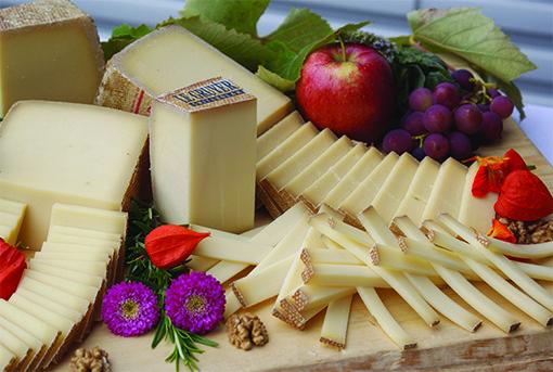 Le Gruyère AOP. Actualmente, la zona de producción elabora 27.000 toneladas de queso al año, en un sector que supone 4.500 puestos de trabajo.