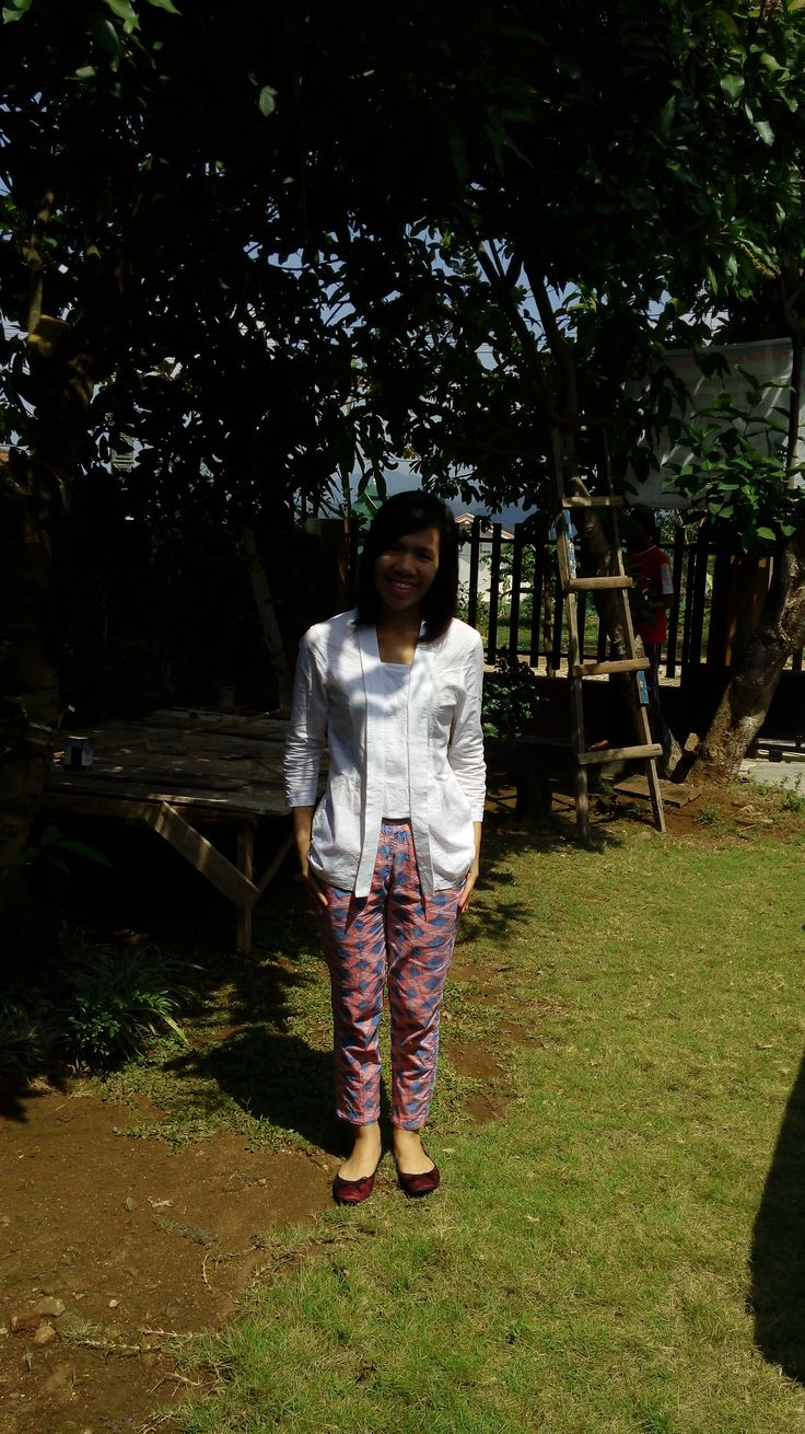 #kebaya #kutubaru #embos #white #rangrang #pants #flats #shoes