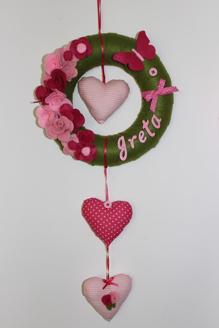 I think this would be a lovely door decoration for Valentine's Day & / Spring time.
