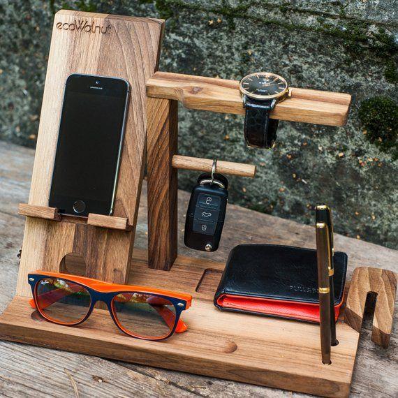 iPhone Tischidee für Papa Organizer Organizer Geschenke ihn Männer Bruder Aufladen Holz Dock Gläser Dark organisieren Mann personalisierte benutzerdefinierte Geschenke