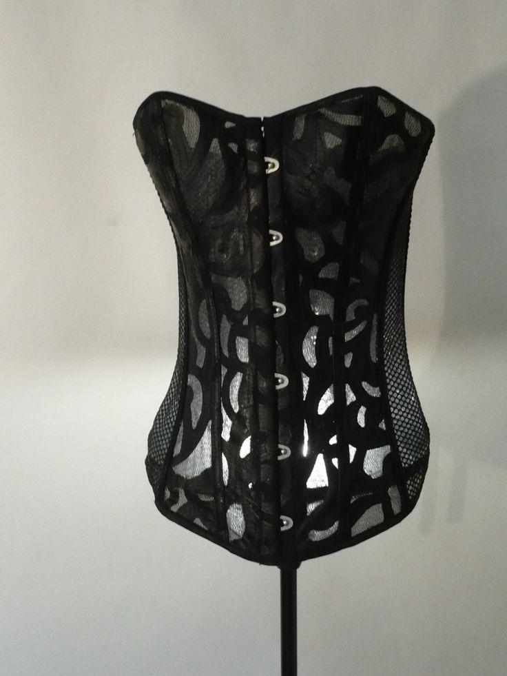 originale lampe corset sexy noir steampunk : Luminaires par lukilum