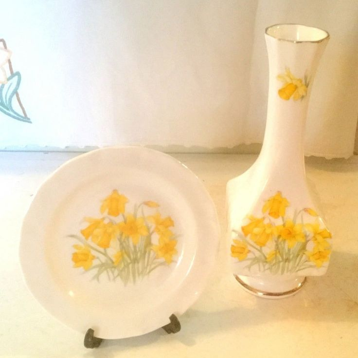 Daffodil Bud Vase & Daffodil Plate, English Bone China, Floral Home Decor, Set of Two, Spring Flower Decor by TrashMaMa on Etsy