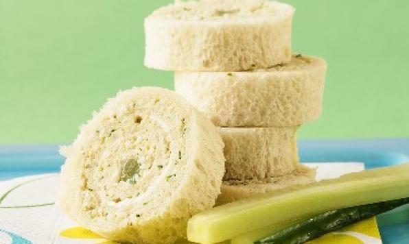 Ces élégants sandwichs roulés à la salade aux œufs sont parfaits pour le brunch!