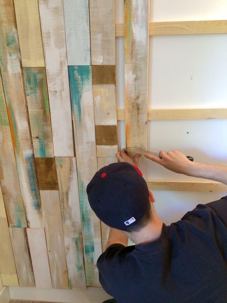 Revestimiento pared con lamas de pallets proceso  #revstimiento #pallet #reciclaje #vintage #decape