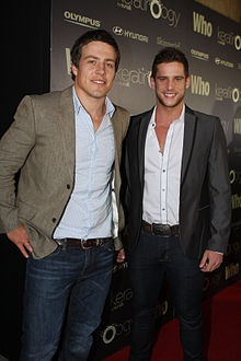we can tell which is the better looking brother- dan ewing <£