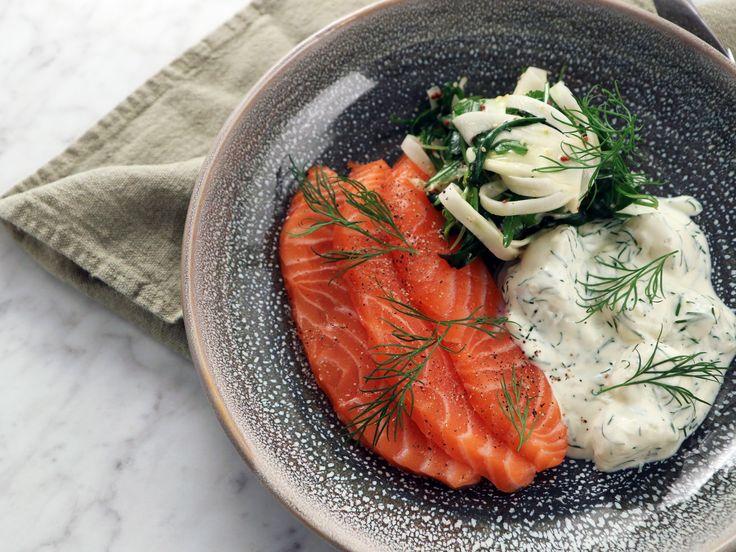 Snabbrimmad lax med krämig dillpotatis och fänkålssallad | Recept från Köket.se