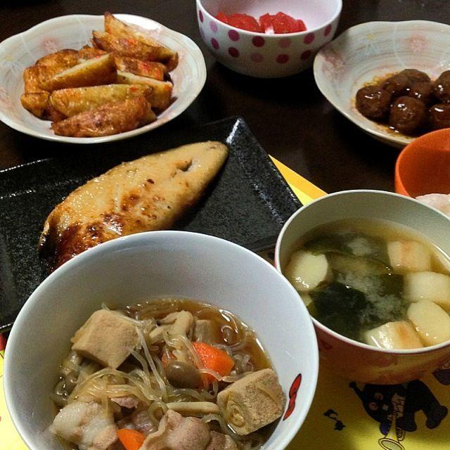 煮物以外、焼いただけー(*・ε・*) - 4件のもぐもぐ - 高野豆腐煮物、サバのもろみ漬、ミートボール、野菜さつま揚げ焼、冷やしトマト、みそ汁、白米★ by ari02