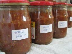 """""""Cikánská omáčka k masu od Irenky Š."""" - výborná!!! SUROVINY1kg rajčat, 1/2kg cibule, 6 stroužků česneku, hrst rozinek, 2dcl octa, 15dkg cukru, 2 polévkové lžíce soli, 1 čajová lžička kari koření, 1 čajová lžička mletého pepře, 1 čajová lžička pálivé mleté paprikyPOSTUP PŘÍPRAVYTahle omáčka je výborná jako příloha ke grilovaným masům, párkům, klobásám nebo lze použít i jako přídavek do minutek pod maso.Do hrnce nakrájíme na menší kostičky rajčata, česnek prolisujeme a cibuli buď nasekáme…"""