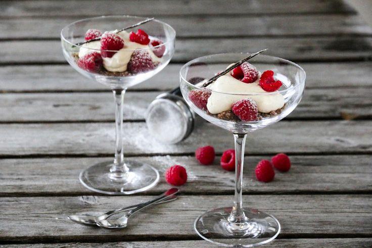 I dag er det min dag, og da vil jeg dele oppskrift på en kjapp, enkel og kjempegod dessert fra Trines mat 2, som er ypperlig å servere i både små lag og i mafiasammenkomster. Hvem kan vel motstå et…