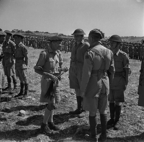 """Monty visits & praises Canadian 1 Div in Sicily: """"I now consider you one of my veteran divisions."""" pic.twitter.com/FGgtikJtPe"""