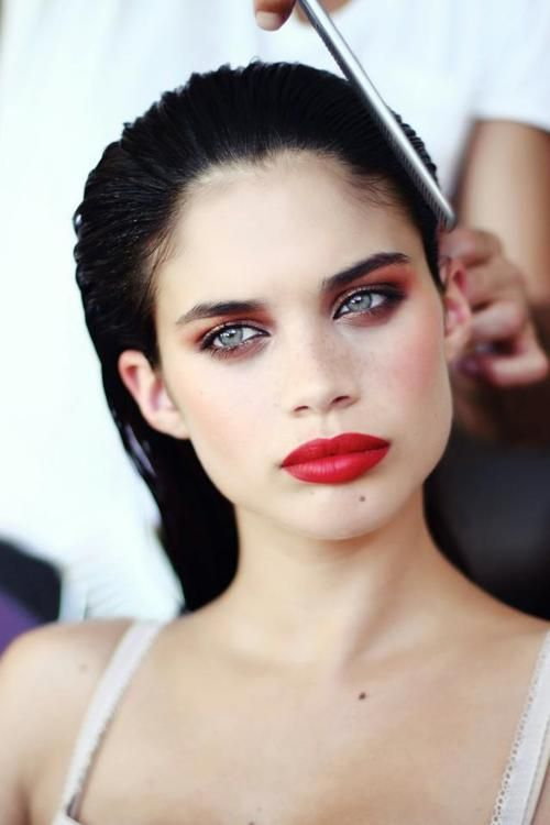 smoky eye  and bold red lips