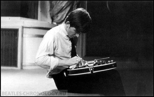 "osseteniveis: "" _George Harrison; England/Inglaterra; London/Londres; Playhouse Theatre; BBC Radio Show ""Saturday Club""/Programa da BBC Radio ""Saturday Club""; May 21st 1963/21 de maio de..."