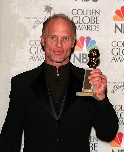 Ed Harris With His Award For Best Supporting Role In The Truman Show The Truman Show Supportive Role